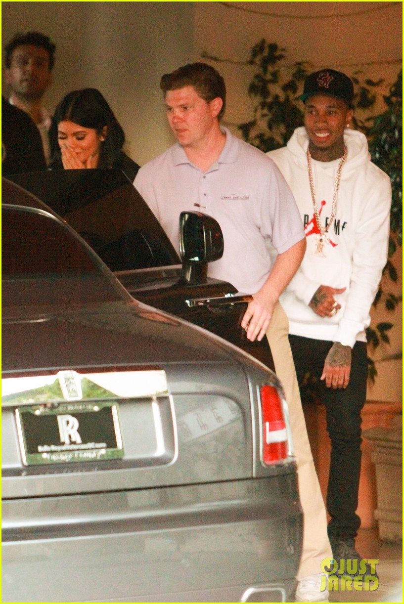 kendall jenner plays third wheel with kylie tyga 093489489