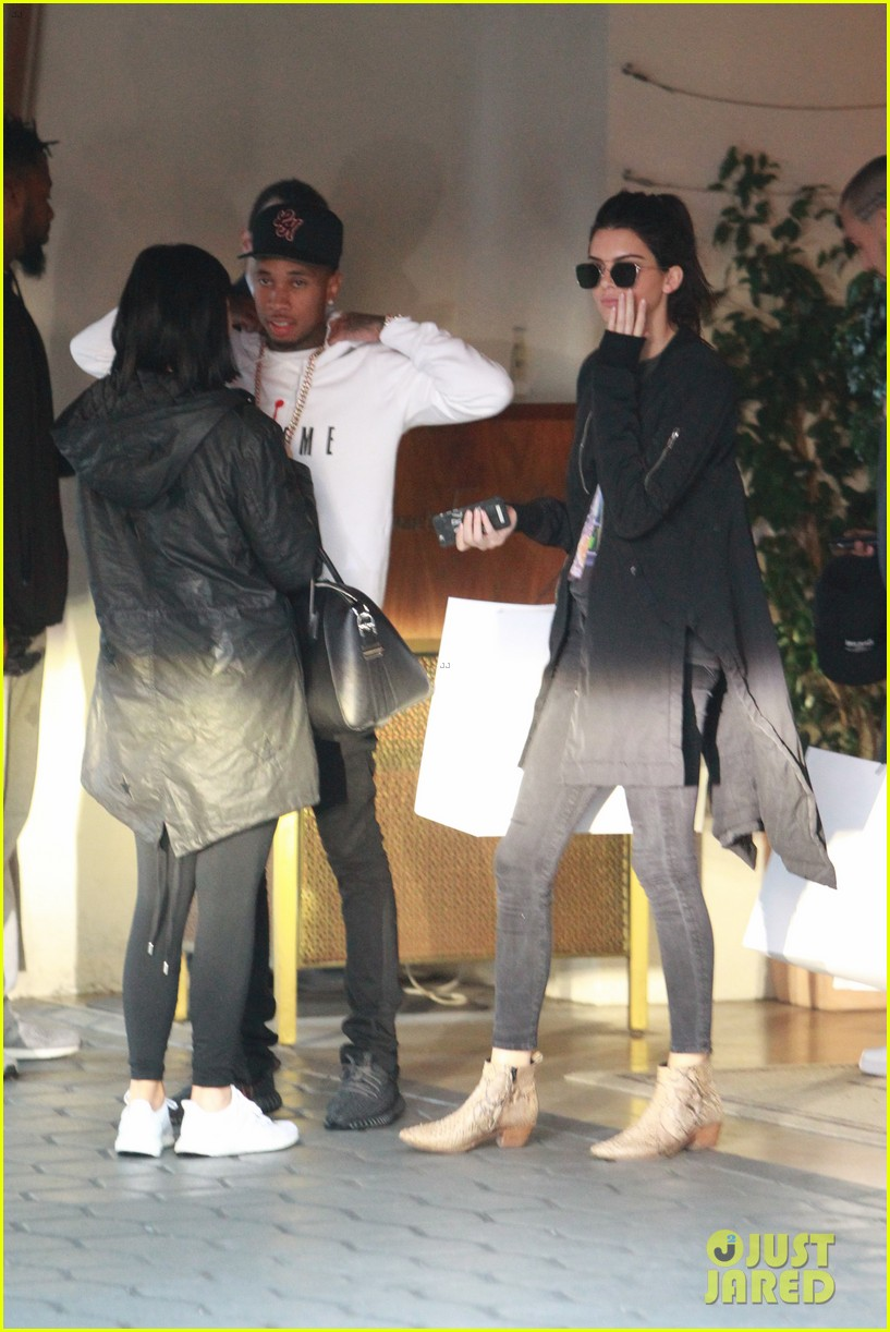kendall jenner plays third wheel with kylie tyga 363489516