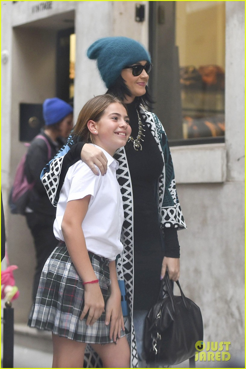 Katy Perry Calls Her Real Hair Color Dishwater Squirrel Brown Photo 3479663 Katy Perry Pictures Just Jared