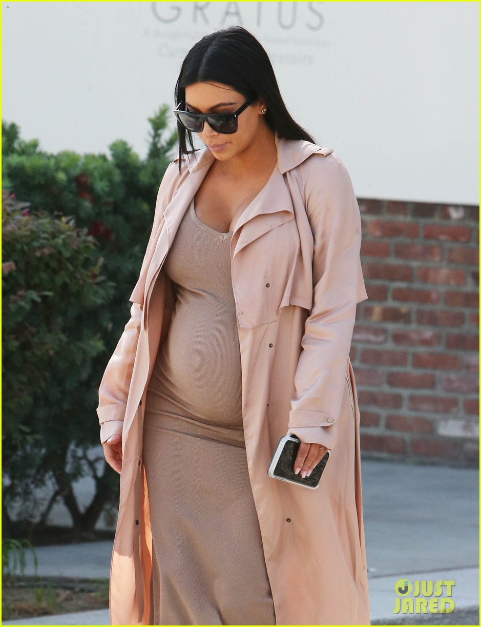 kendall jenner wears fake baby bump 073488854