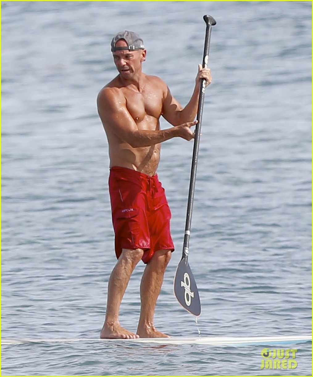Kenny Chesney Hits the Waves for Paddleboarding Session: Photo ...