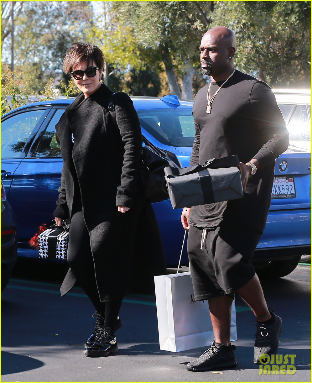 kanye west throws kim kardashian birthday party 073488387