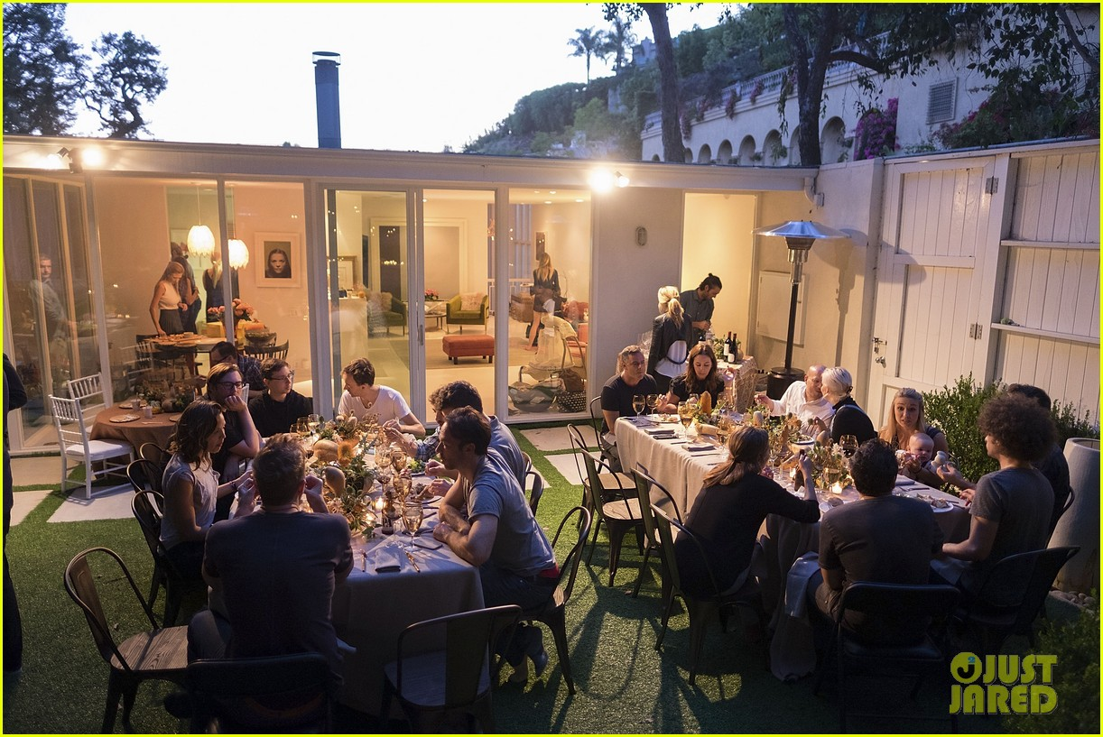 jaime king hosts feastgiving at her home 073493104