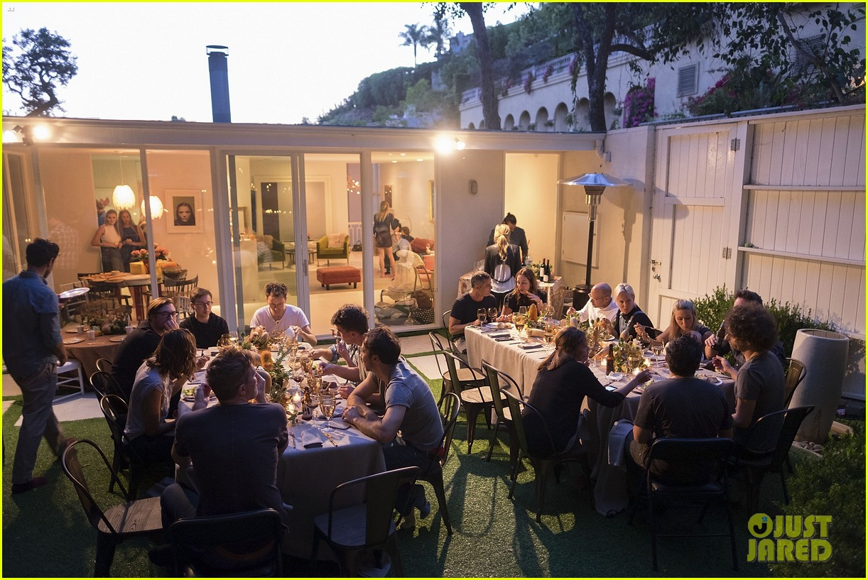 jaime king hosts feastgiving at her home 093493106