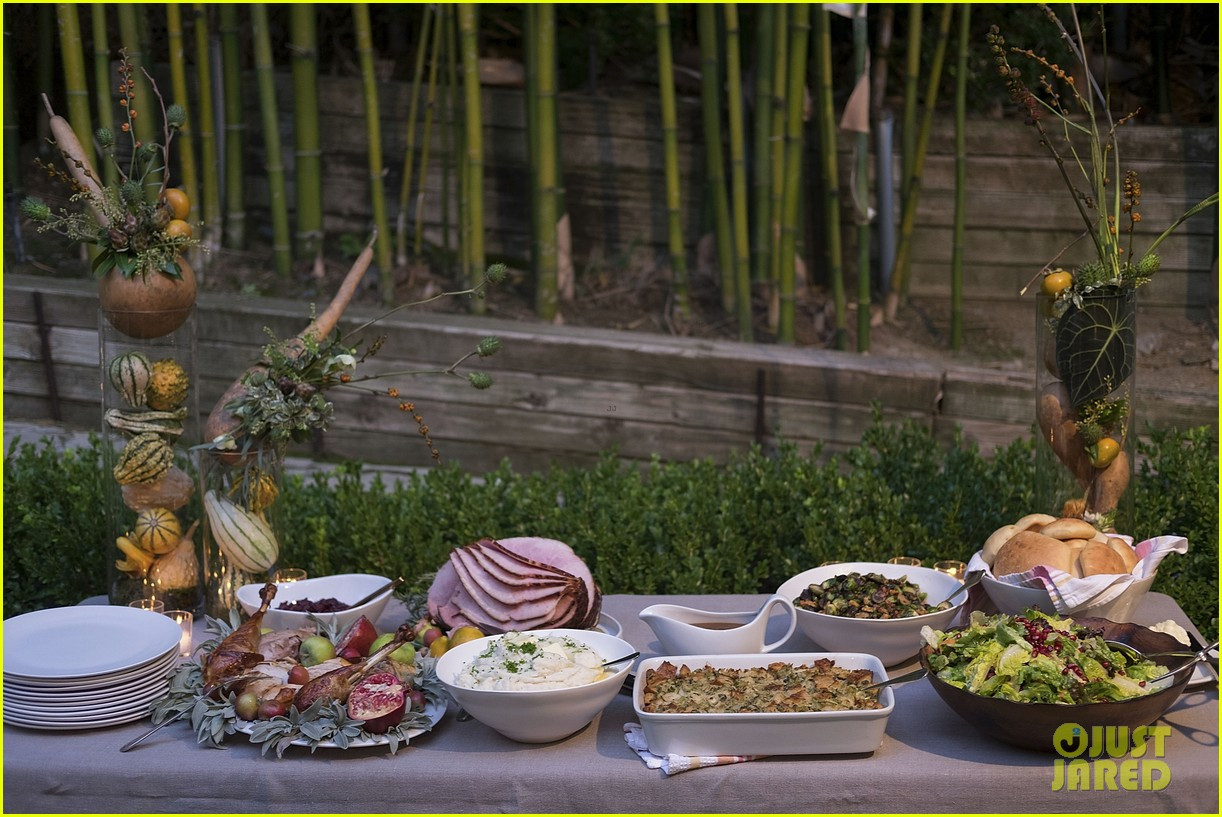 jaime king hosts feastgiving at her home 153493112