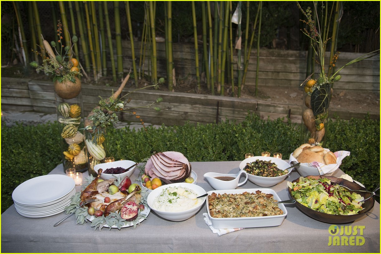 jaime king hosts feastgiving at her home 163493113