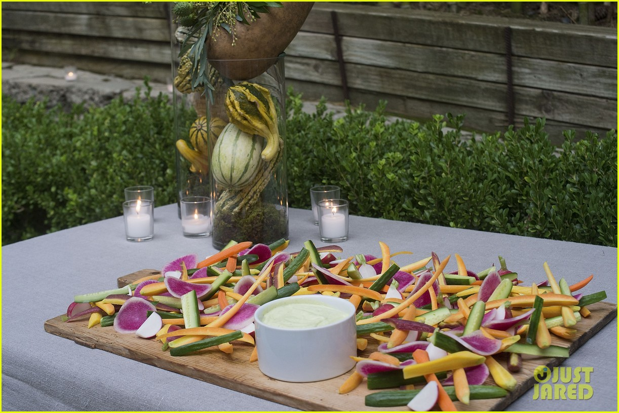 jaime king hosts feastgiving at her home 283493125