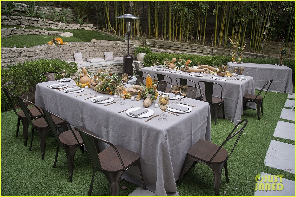 jaime king hosts feastgiving at her home 293493126