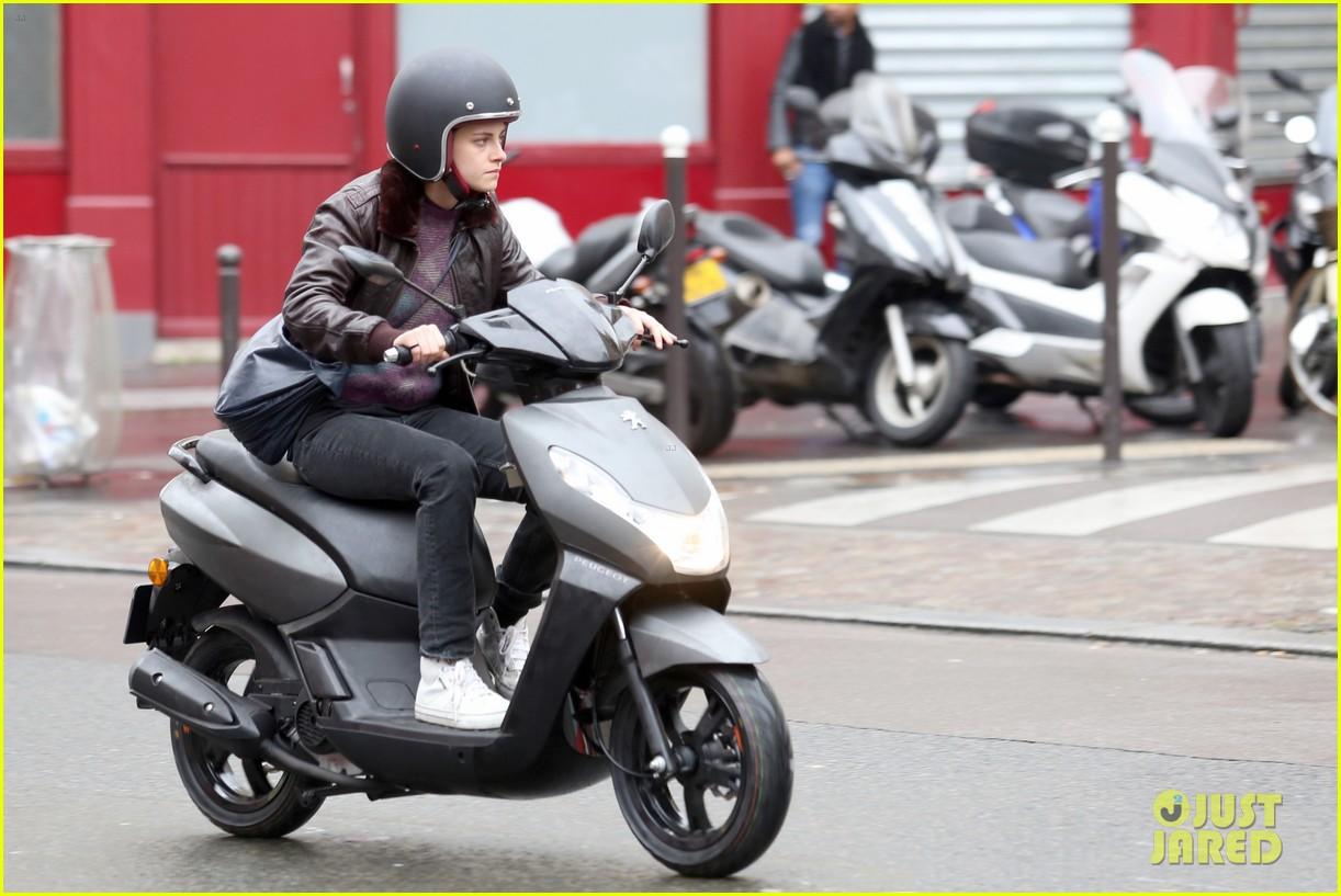 kristen stewart motorbike paris personal shopper movie 053493658