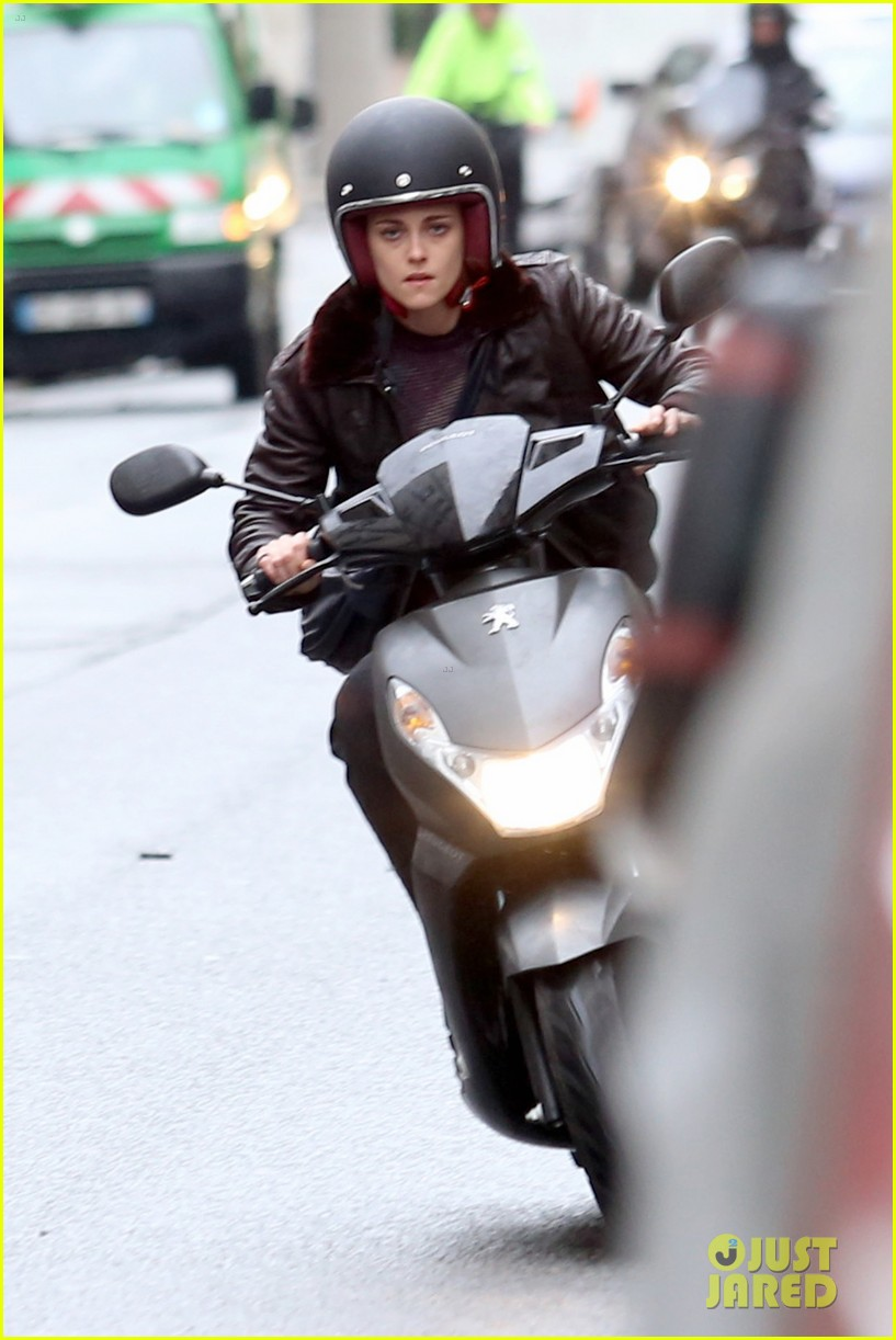 kristen stewart motorbike paris personal shopper movie 063493659