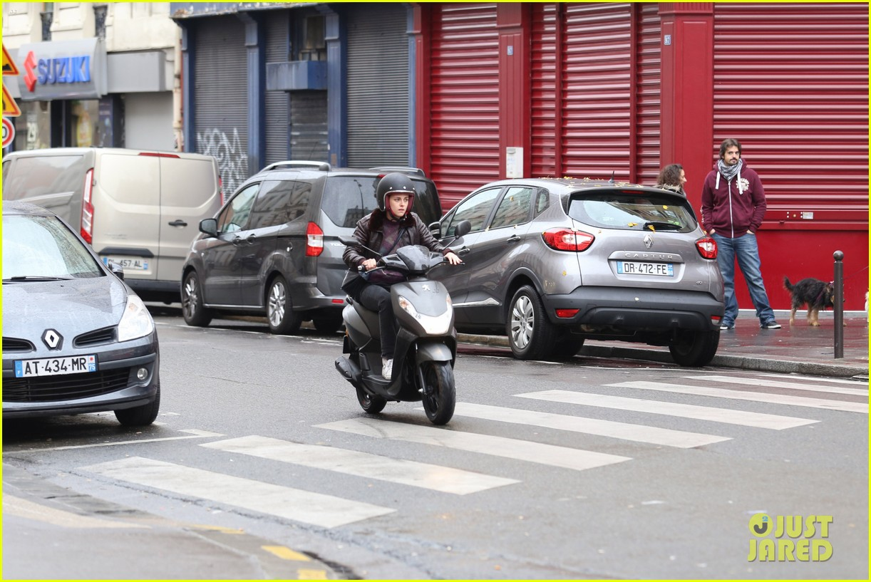 kristen stewart motorbike paris personal shopper movie 233493676