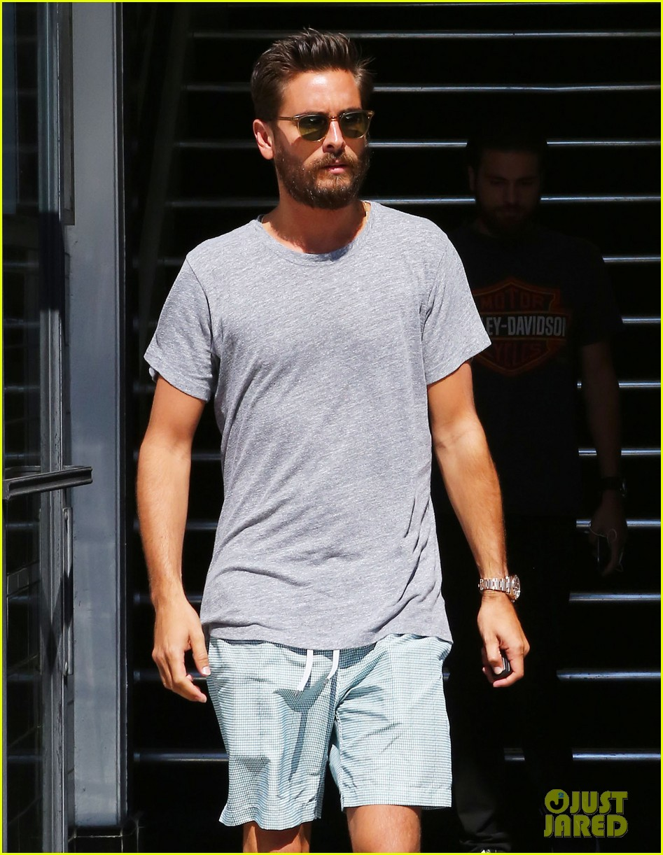 Scott Disick Seemingly Enjoys The Single Life While Back In La