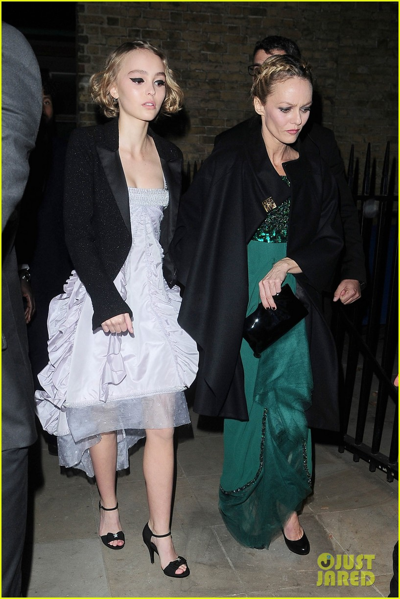 Lily-Rose Depp & Mom Vanessa Paradis Step Out for London ... ванесса парадис