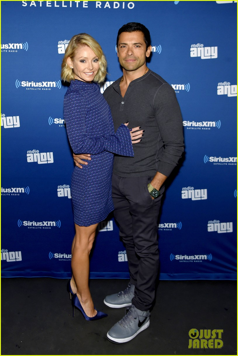 john mayer helps andy cohen celebrate siriusxm channel launch 053489279