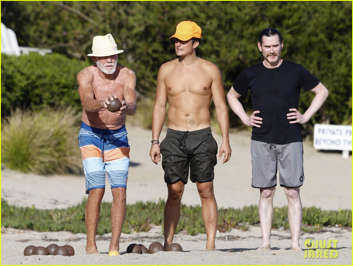 Orlando Bloom Looks Ripped While Shirtless on Malibu Beach: Photo 3476935   Kenny Chesney, Laird