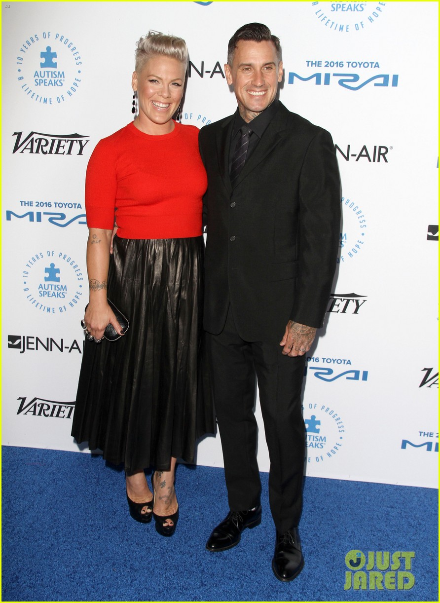 pink husband carey hart are a picture perfect couple 183480901