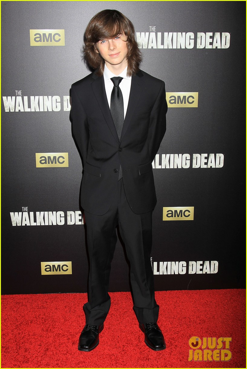 norman reedus makes epic entrance at walking dead premiere 203481131
