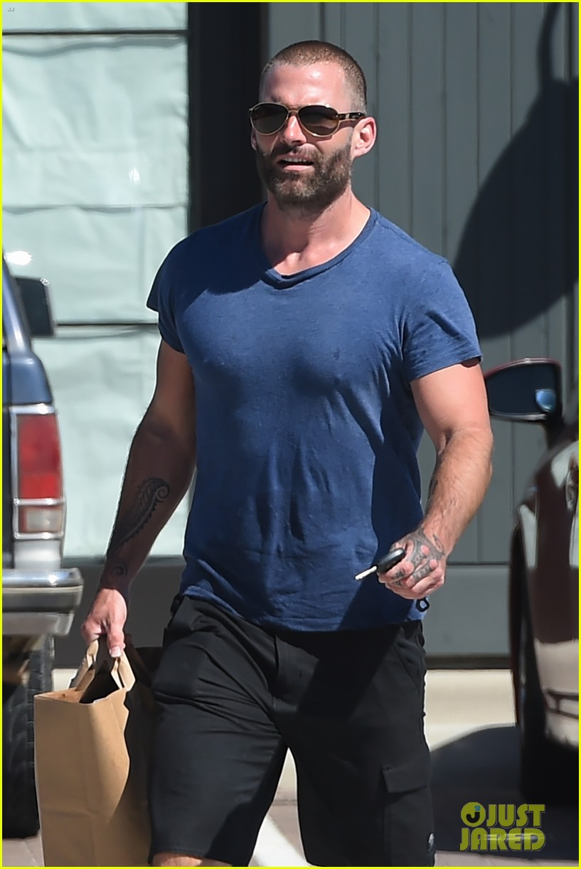 Seann William Scott Steps Out in a Muscle Tee: Photo ...
