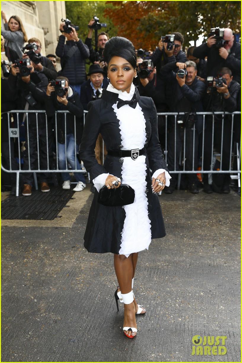 maria sharapova is fashion week queen in paris 053478086