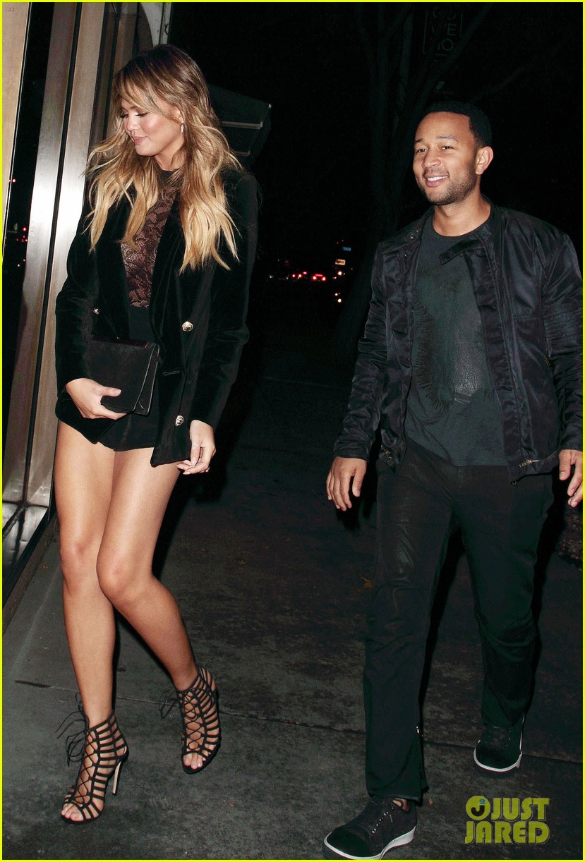 Full Sized Photo of chrissy teigen steps out after defending justin ...