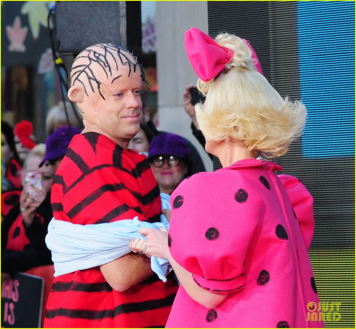 'Today Show' Hosts Wear Spot On Peanuts Halloween Costumes