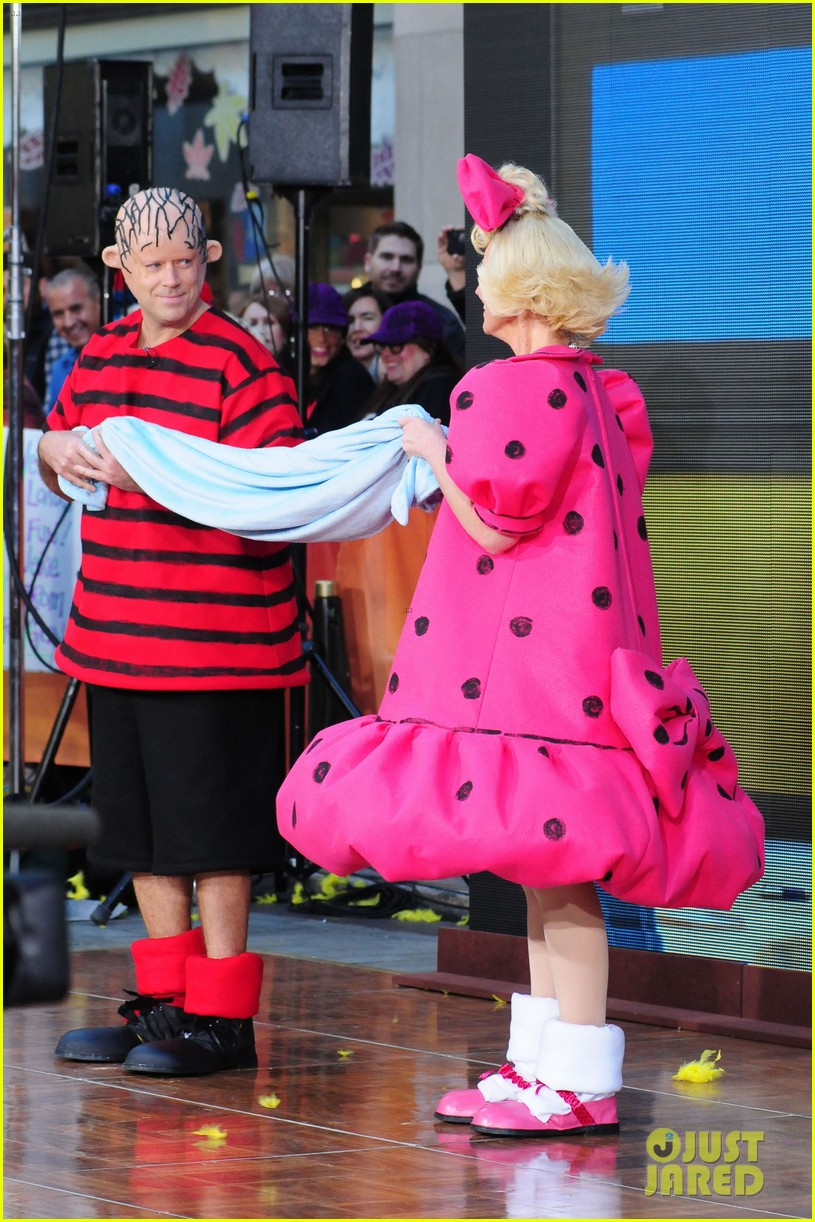 Today Show\' Hosts Wear Spot On Peanuts Halloween Costumes: Photo ...
