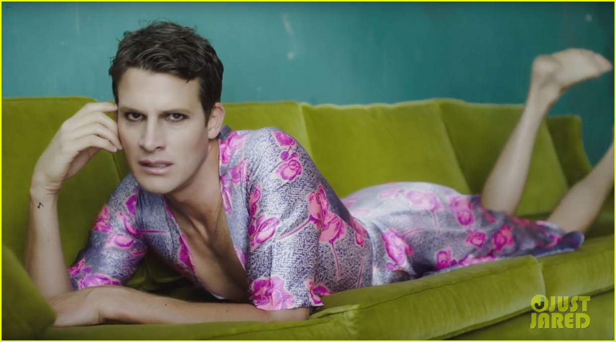Daniel Tosh Recreated Selena Gomezs Good For You Video Photo