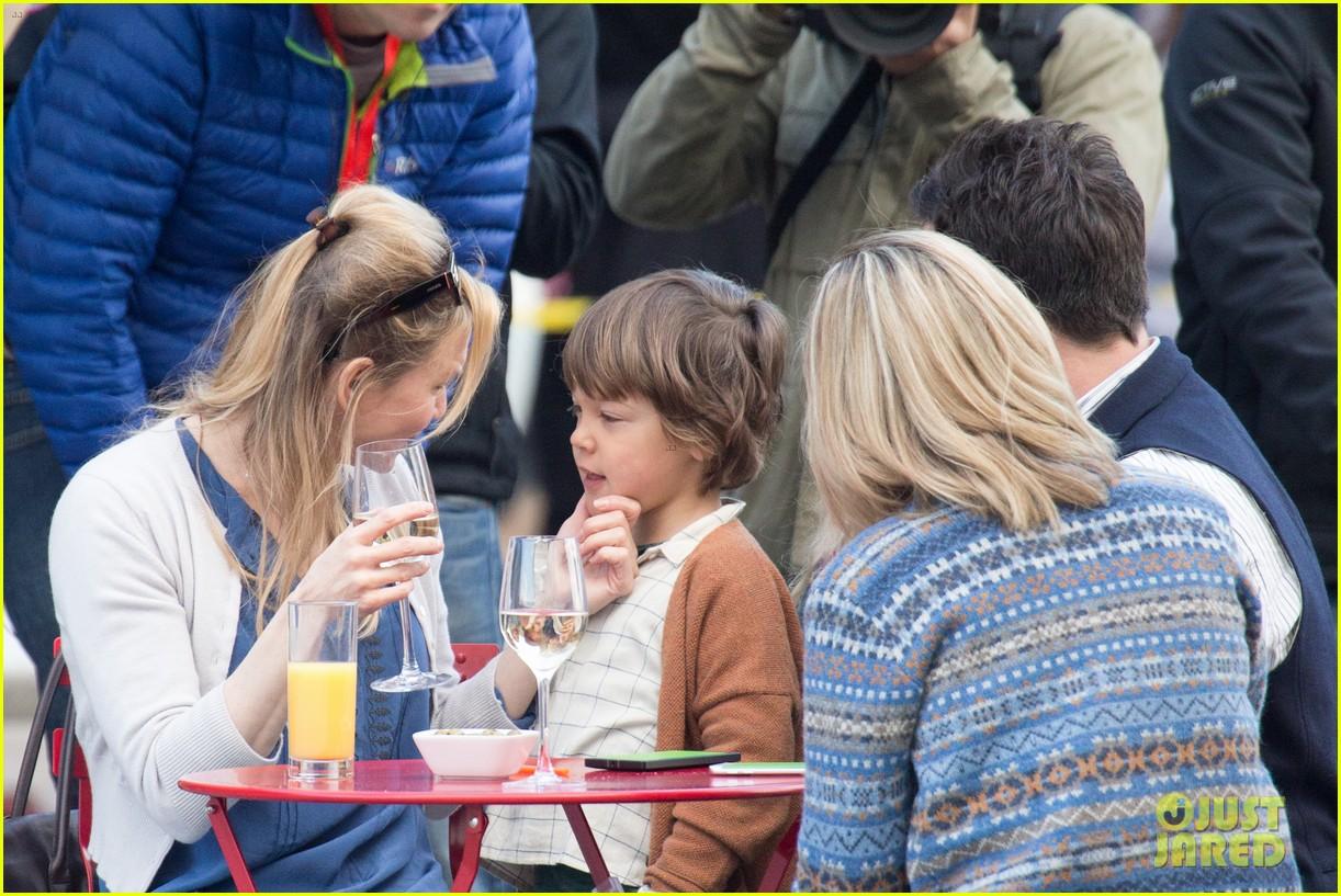 renee zellweger briget jones baby scenes children 553480649