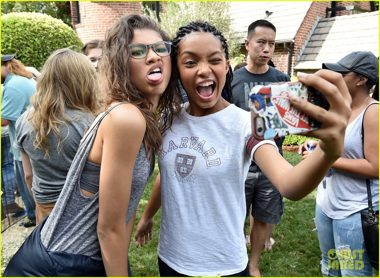 zendaya just jared jr fall fun day 023491353