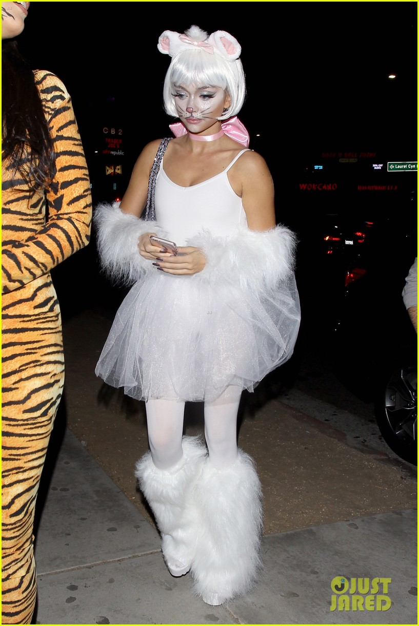 Zoey Deutch u0026 Sarah Hyland Celebrate Halloween in Hollywood - See Their Costumes Here!  sc 1 st  Just Jared : cristiano ronaldo halloween costume  - Germanpascual.Com