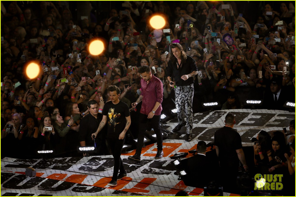 one direction shut down hollywood blvd kimmel performances interview 373512622