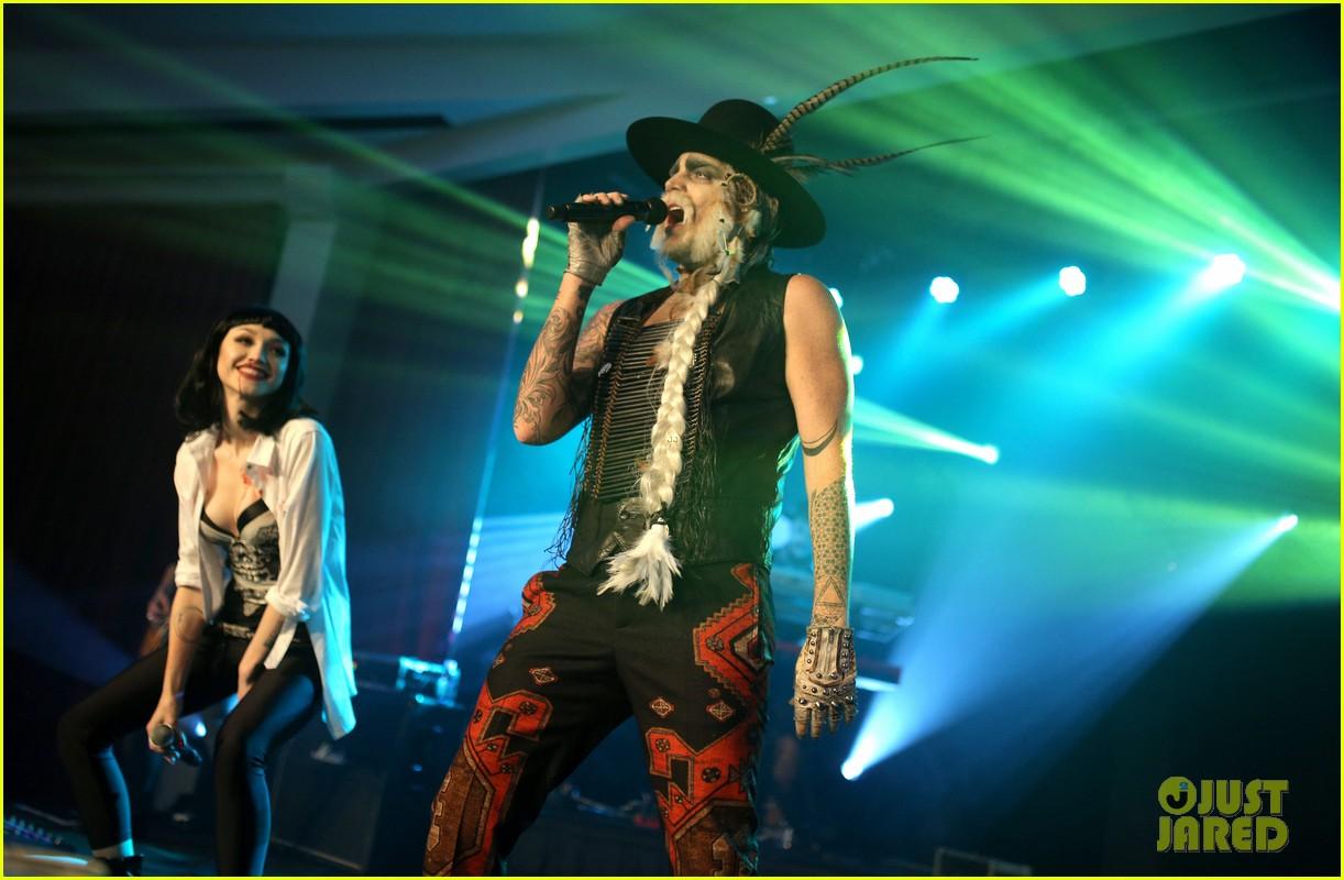 Adam Lambert Gets Spooky for Halloween 2015 Performance: Photo ...