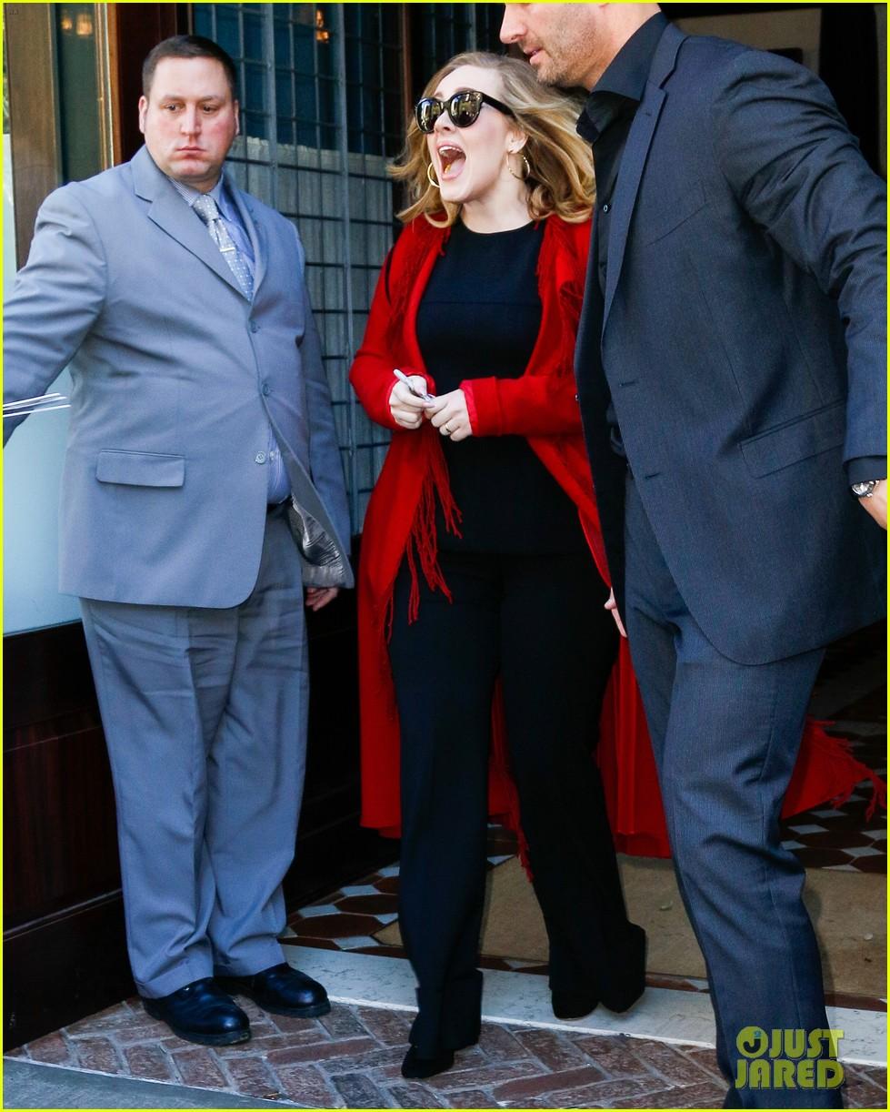 Adele Pranks Fans By Entering Adele Impersonator Contest