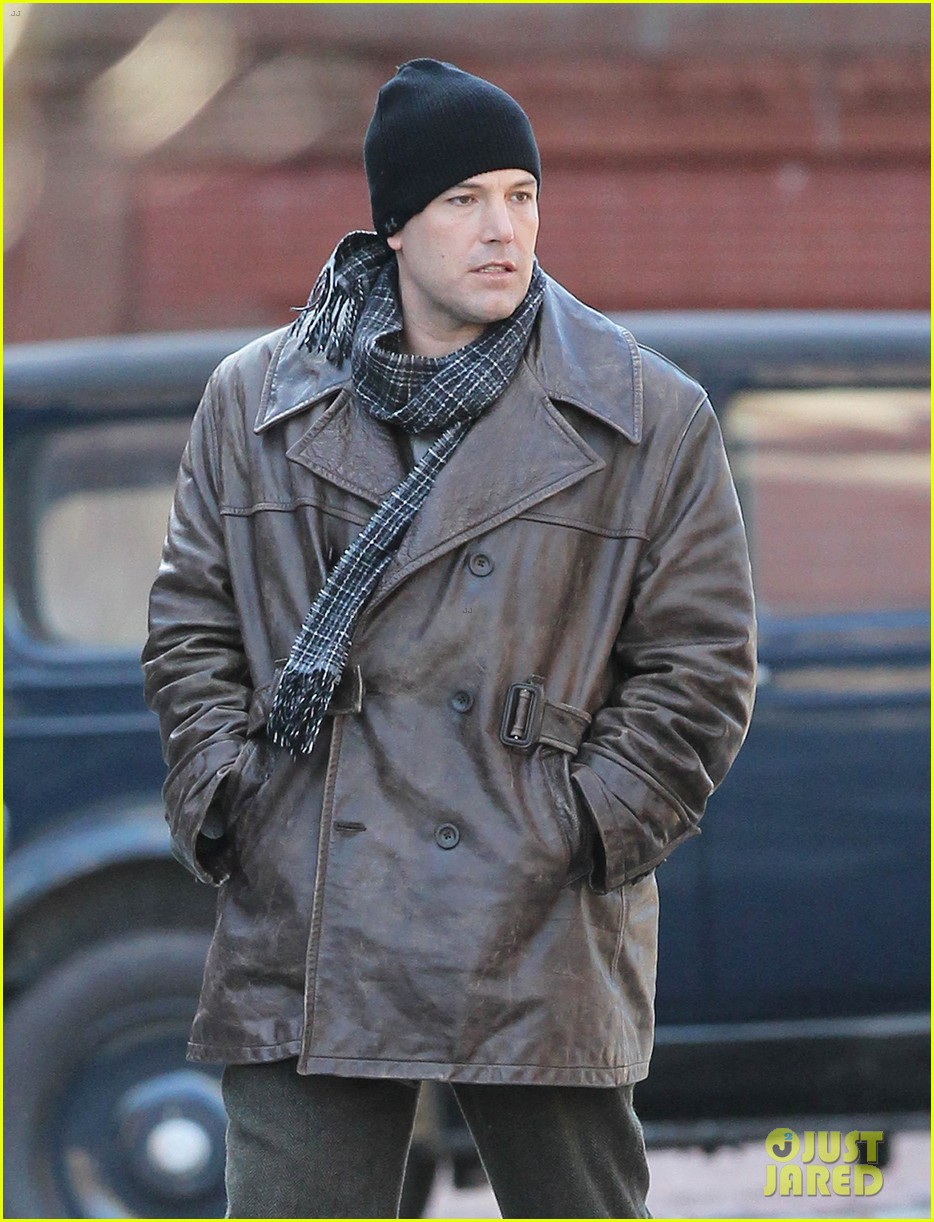 ben affleck chats mom set of live by night 103508457