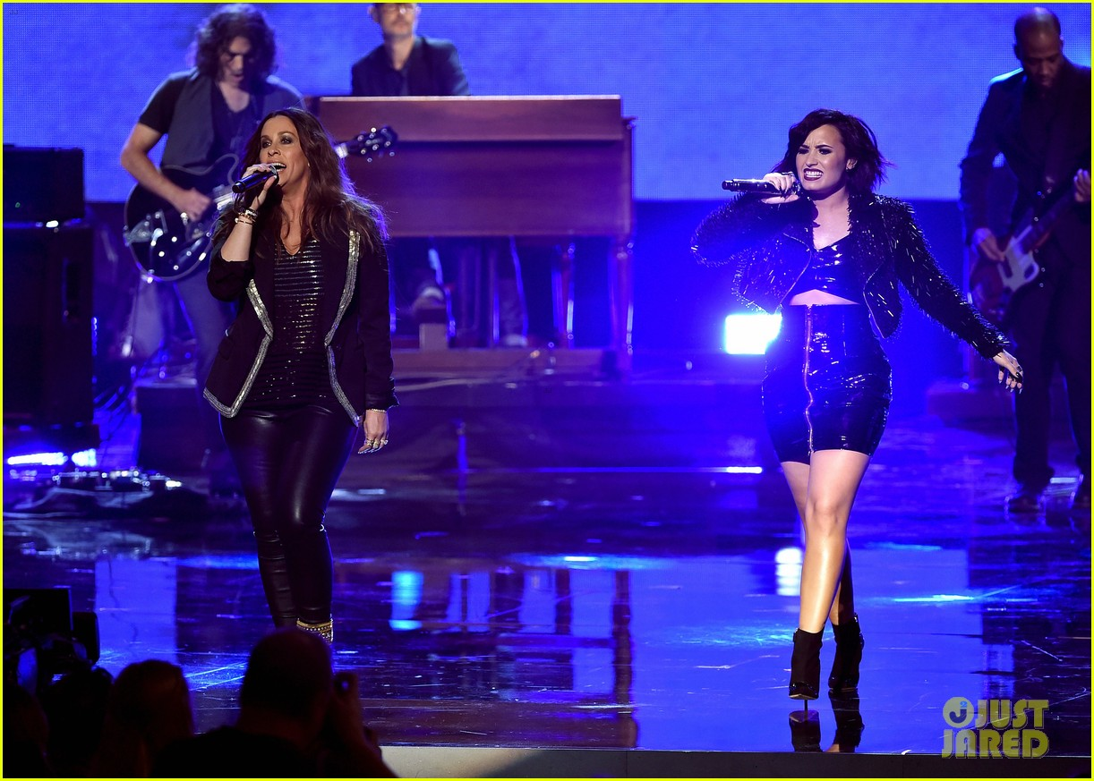 Watch Alanis Morissette Duet With Demi Lovato At American Music Awards You Oughta Know