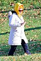 amy schumer stroll central park 07