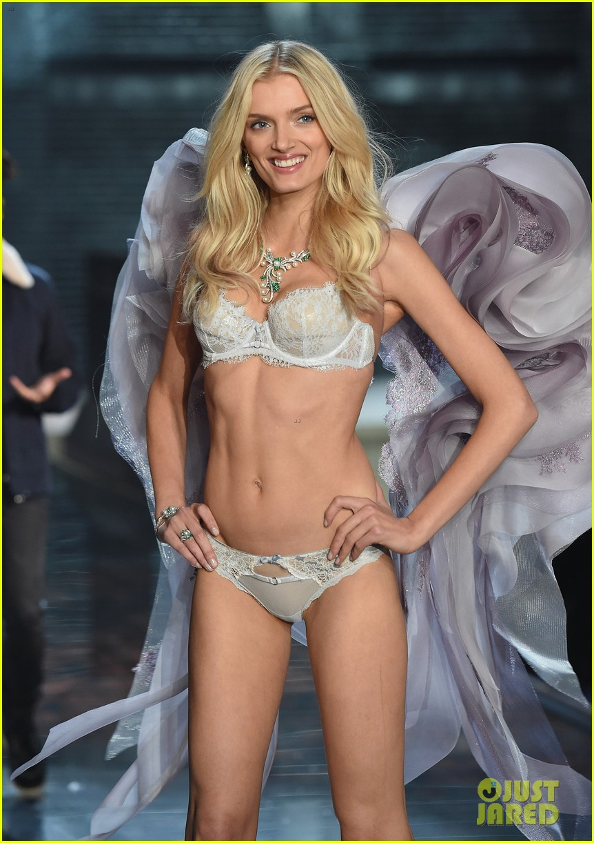 0e93d46f7 Candice Swanepoel Is Simply Angelic at Victoria s Secret Fashion Show 2015