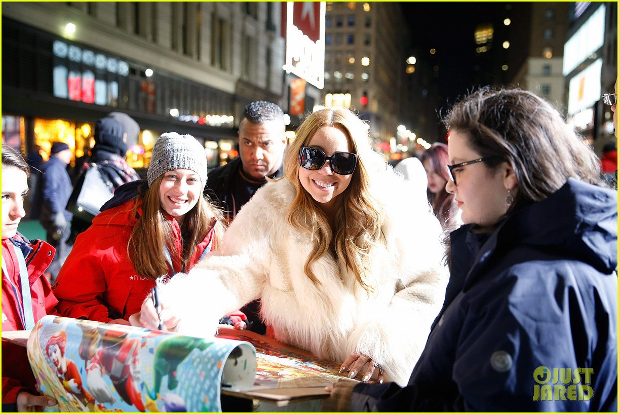 A Christmas Melody.Mariah Carey Teases Her Holiday Movie A Christmas Melody