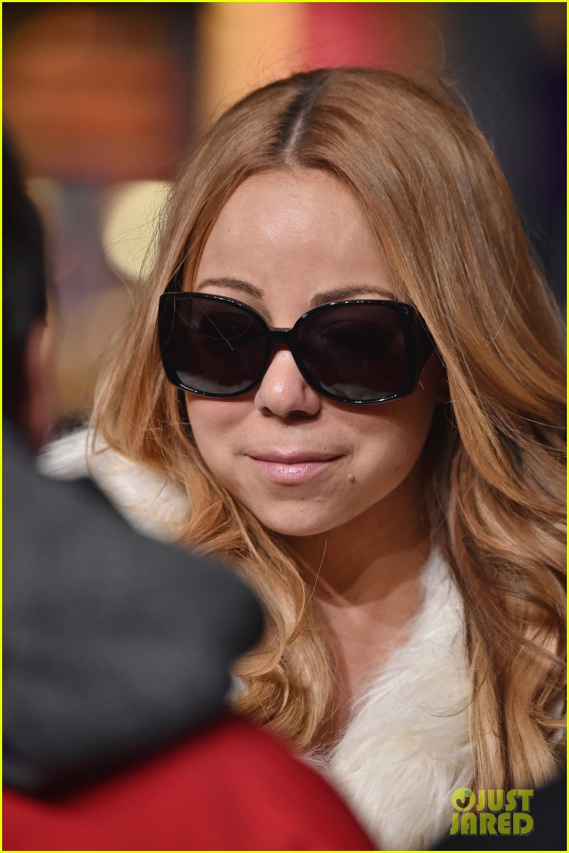 Mariah Carey Teases Her Holiday Movie 'A Christmas Melody' - Watch ...