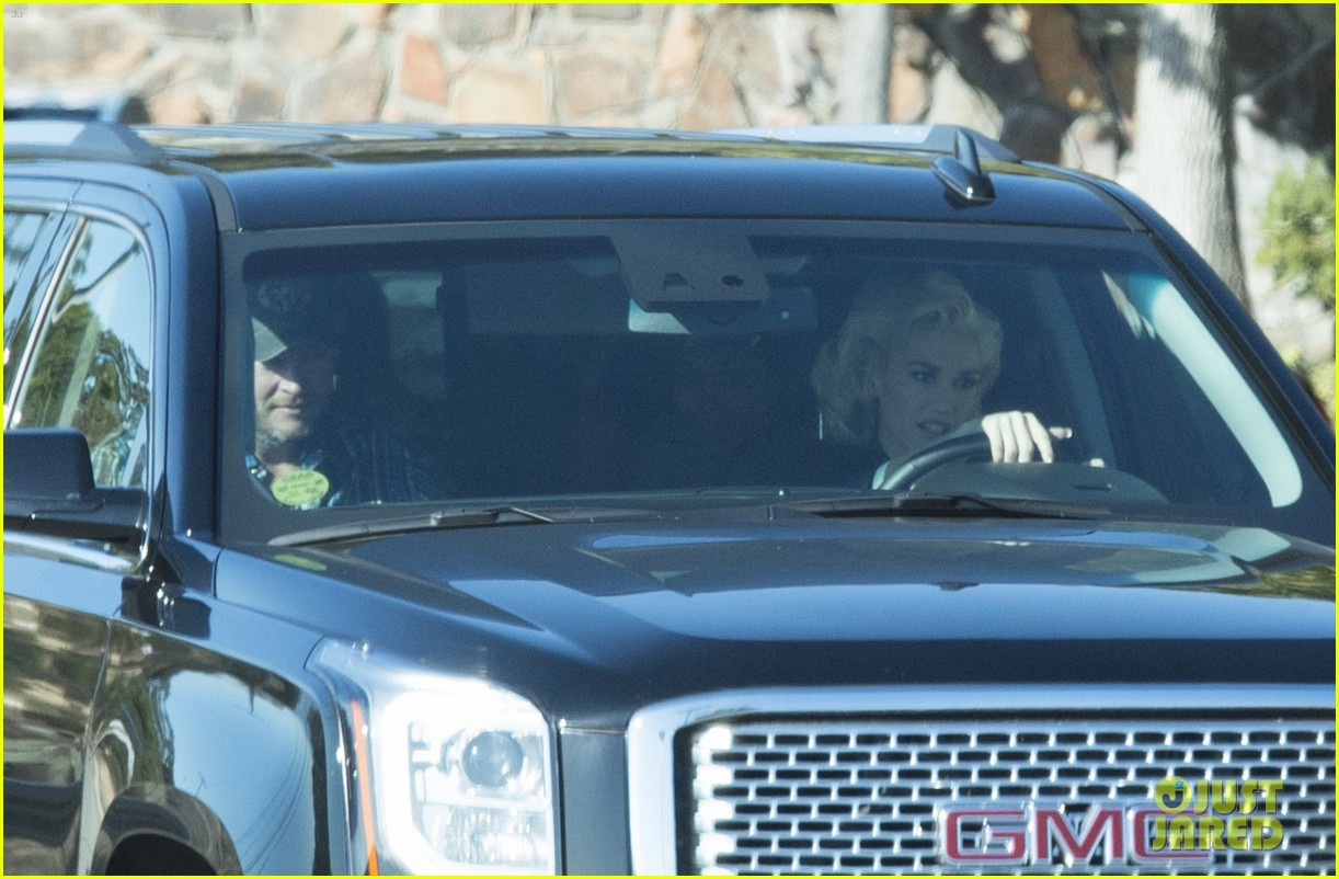 gwen stefani blake shelton seen out together 013518827