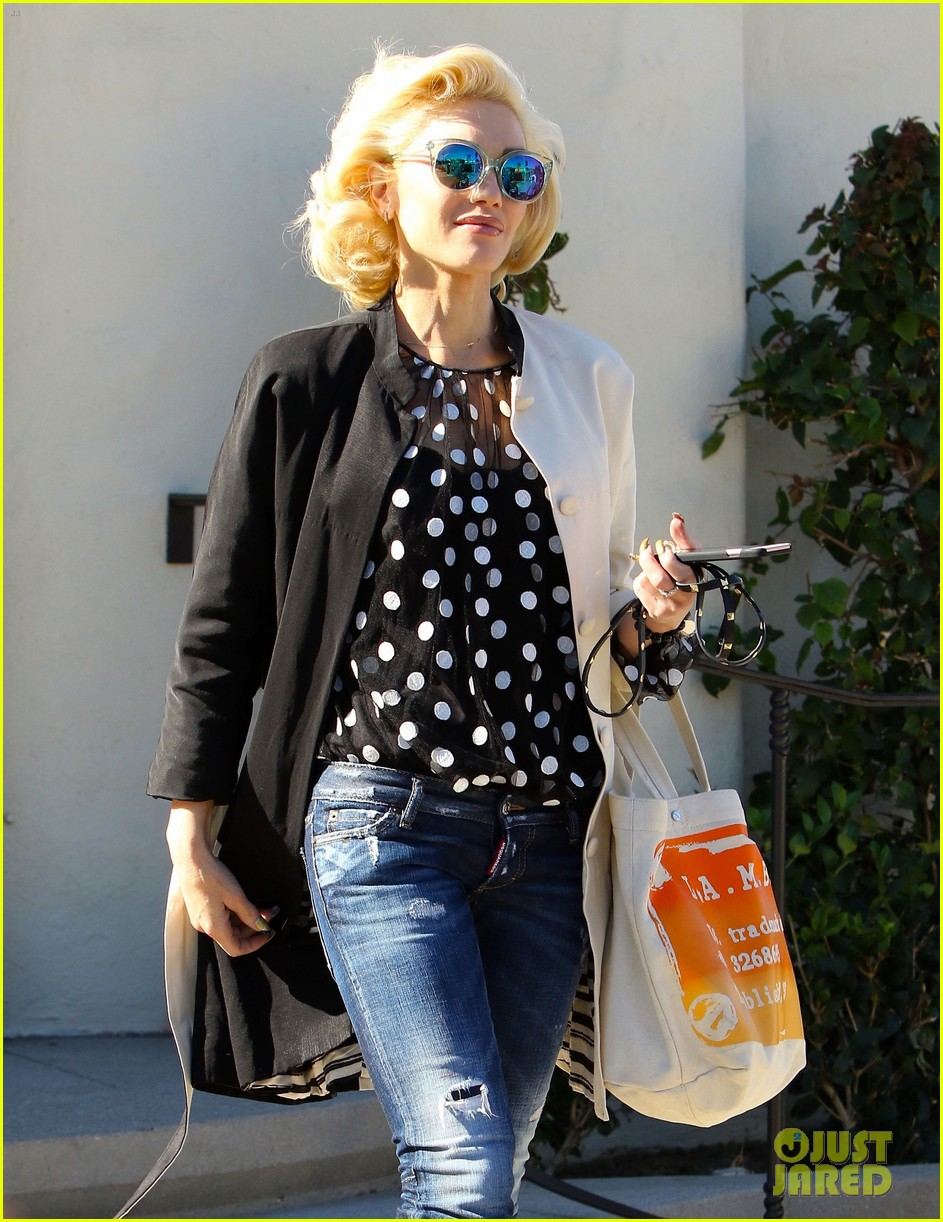 gwen stefani blake shelton seen out together 043518830