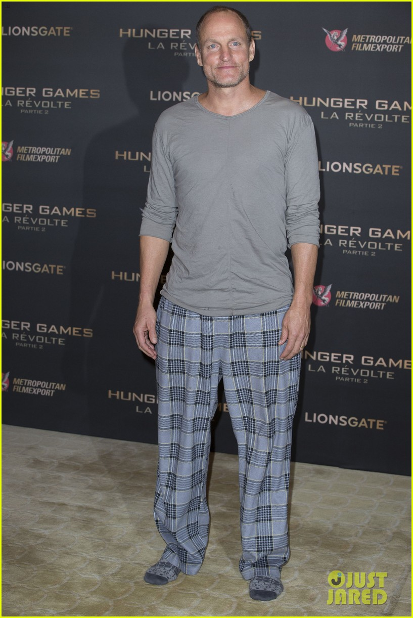 woody harrelson wears his pajamas to hunger games photo call 013503841