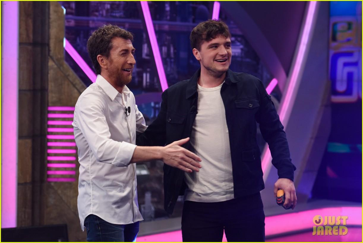 ¿Cuánto mide Josh Hutcherson? - Real height Jennifer-lawrence-liam-hemsworth-el-hormiguero-41