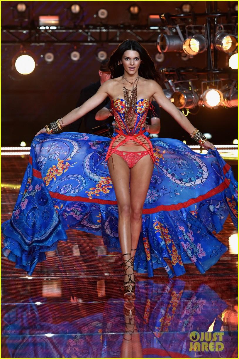 kendall jenner gigi hadid victorias secret fashion show 2015 203505257