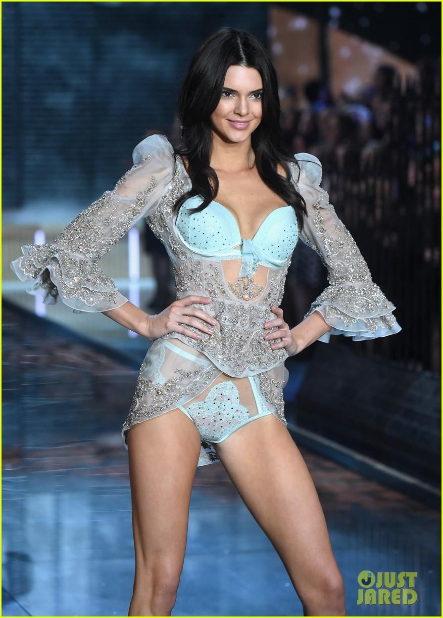 406ee4d32d698 Kendall Jenner & Gigi Hadid Make Their Victoria's Secret Fashion ...
