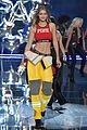 kendall jenner gigi hadid victorias secret fashion show 2015 34