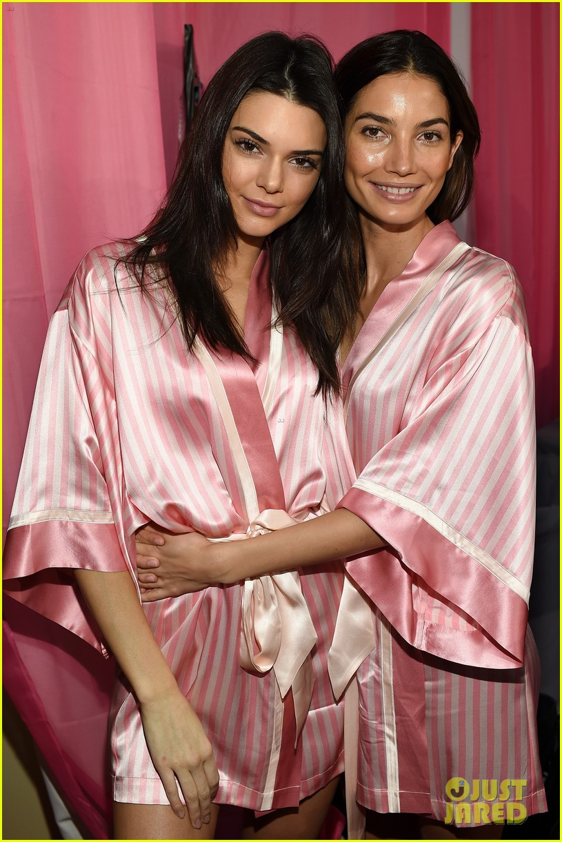 Victoria\'s Secret Fashion Show Models Get Ready for the Runway ...