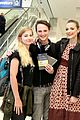 jaime king surprises lax travelers with free travel points 07