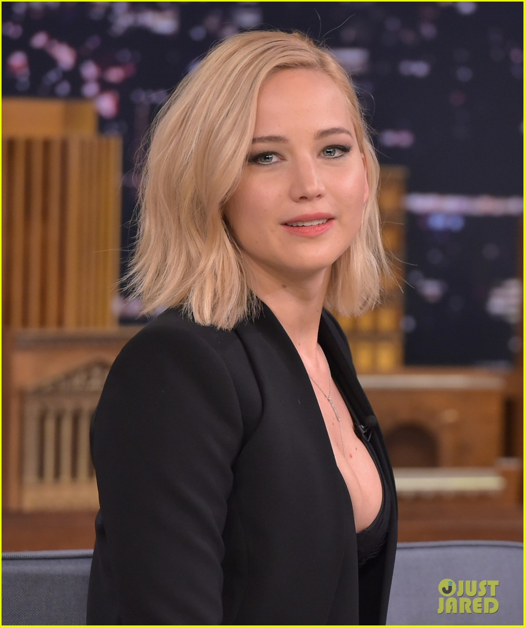Jennifer lawrence wore the craziest outfit ever on fallon photo jennifer lawrence wore the craziest outfit ever on fallon voltagebd Image collections