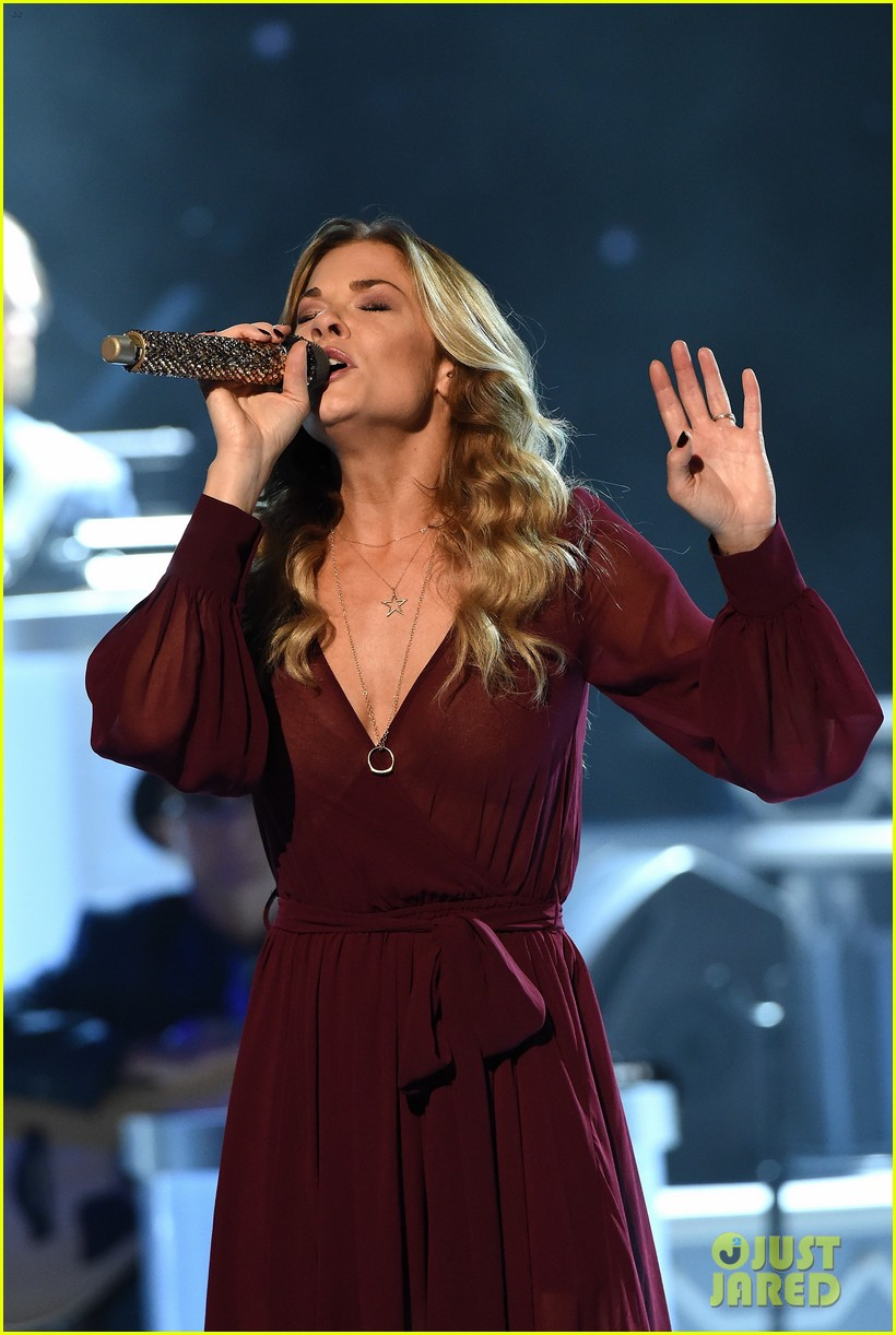 LeAnn Rimes Celebrates Christmas Early With CMA in Nashville ...